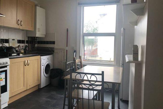 Thumbnail Flat to rent in Warwick Road, Stratford