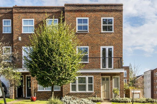Thumbnail Property to rent in Southridge Place, London