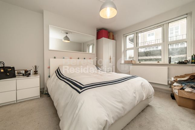 Flat to rent in Camberwell New Road, London