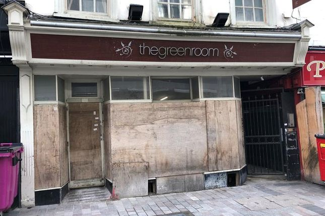 Thumbnail Pub/bar to let in Bank Street, Maidstone, Kent
