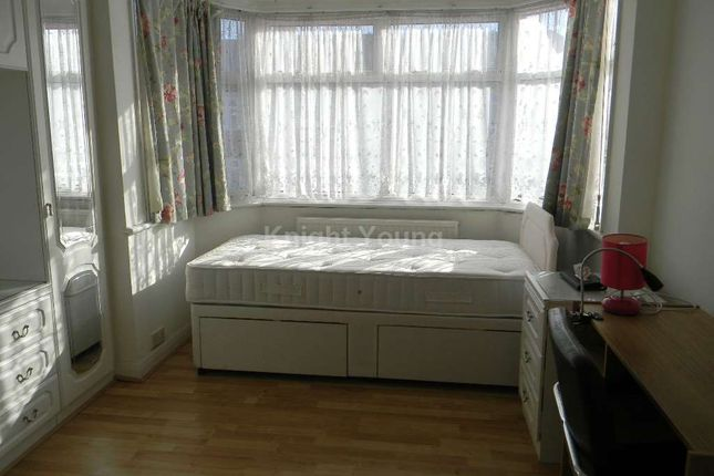 Thumbnail Room to rent in Huxley Gardens, West Twyford, Ealing