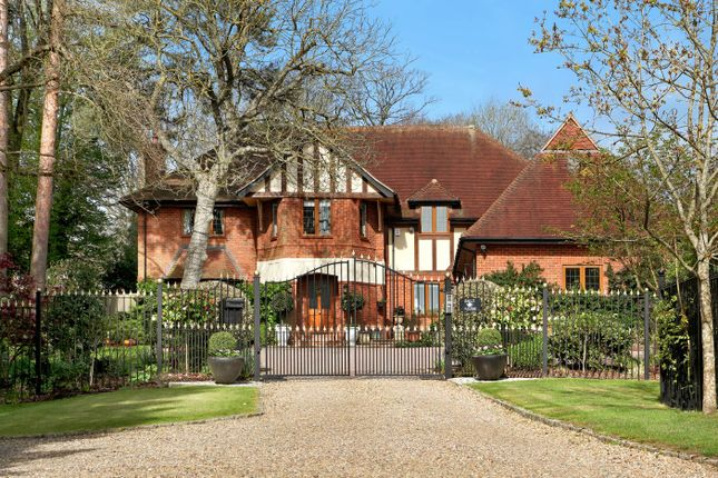 Thumbnail Detached house for sale in Pavilion End, Knotty Green, Beaconsfield