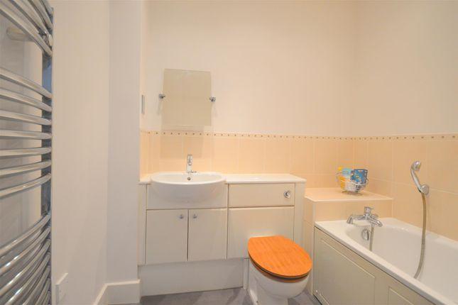 Bathroom of Elizabeth Drive, Banstead SM7