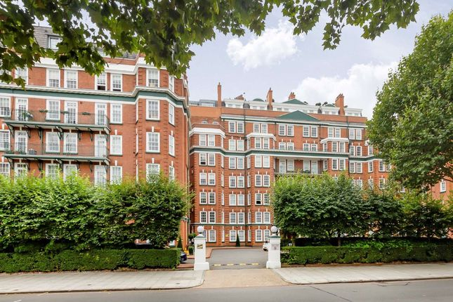 3 bed flat to rent in St. Johns Wood Road, London NW8