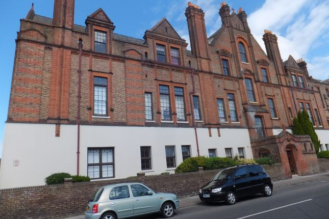 Thumbnail Flat to rent in Lawrence Road, Southsea