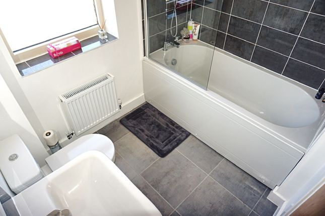 Family Bathroom of Richmond Lane, Kingswood HU7