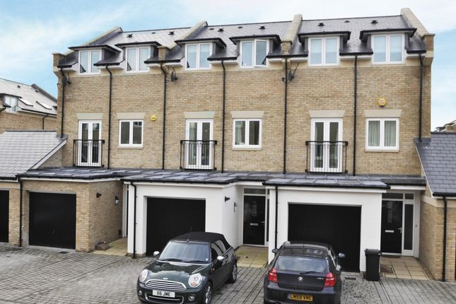 5 bed terraced house to rent in Marbaix Gardens, Isleworth