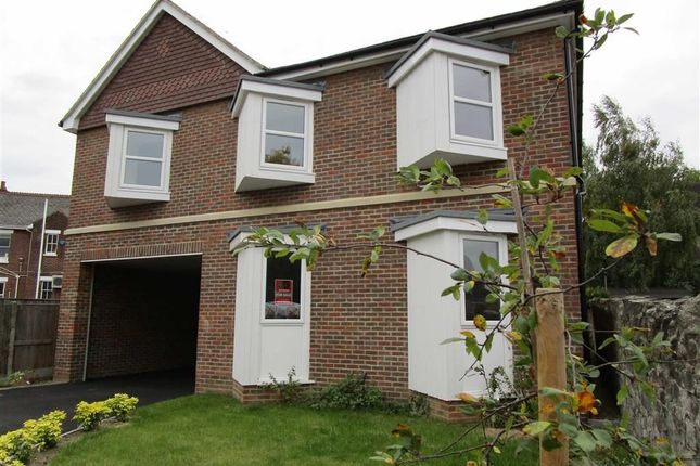 Thumbnail Flat for sale in College Avenue, Maidstone, Kent