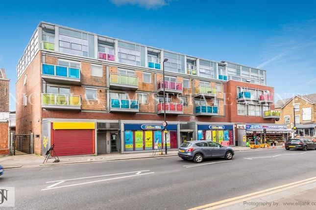 3 bed flat to rent in West Green Road, Turnpike Lane, London N15