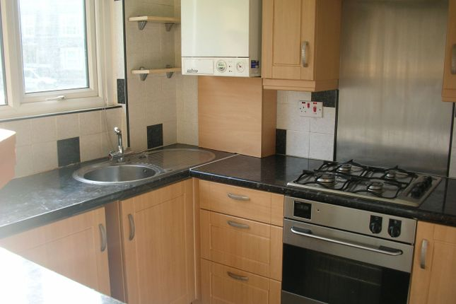 Thumbnail Flat to rent in Falkland Court, Leeds