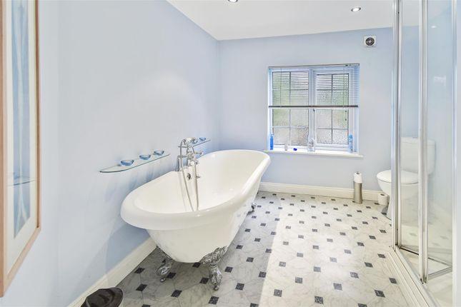 Bathroom of King Street, Alfreton DE55