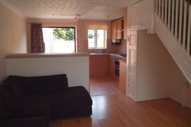 2 bed terraced house to rent in Rodeheath, Luton, Bedfordshire