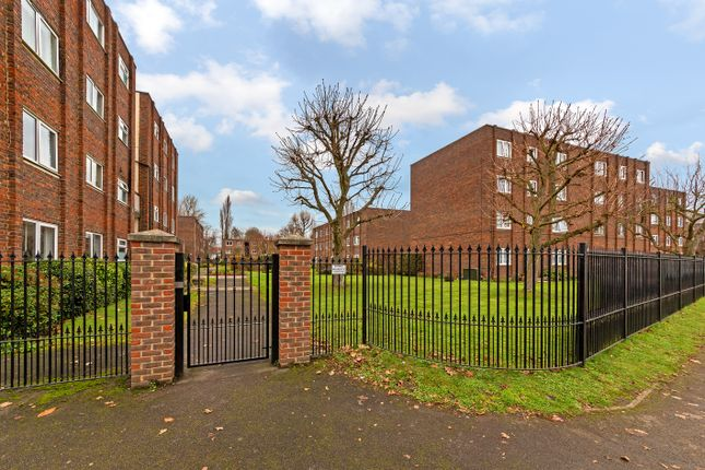 Thumbnail Flat to rent in Broadmeads, Ware, Herts