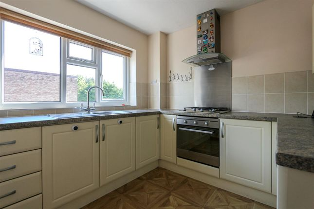 Thumbnail Flat to rent in Forest Oak Close, Cardiff