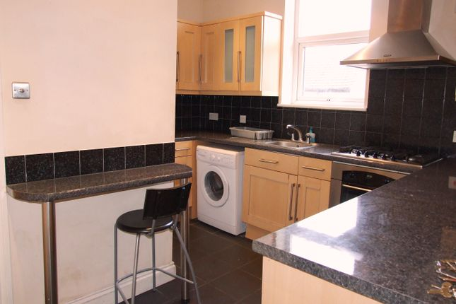 5 bed shared accommodation to rent in Burdett Road, London E3