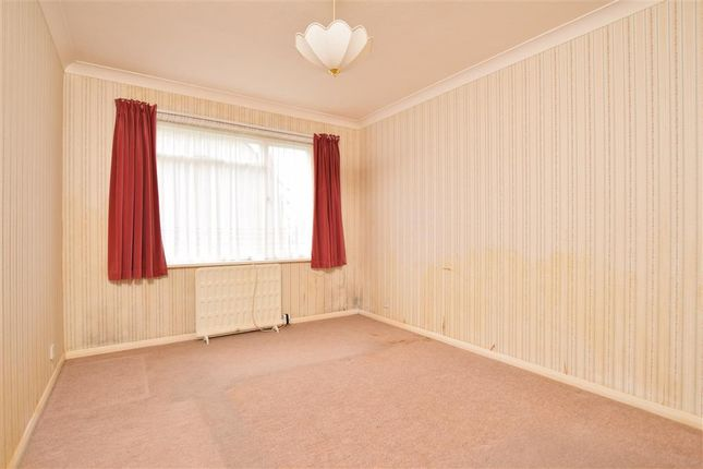 Thumbnail Flat for sale in West Avenue, Worthing, West Sussex