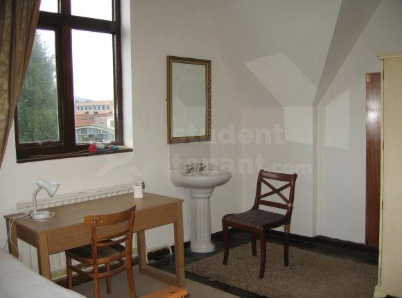 Thumbnail Shared accommodation to rent in Ffriddoedd Road, Bangor, Gwynedd
