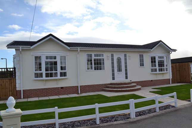 Thumbnail Mobile/park home for sale in Greenacre Park, Coton In The Elms, Swadlincote