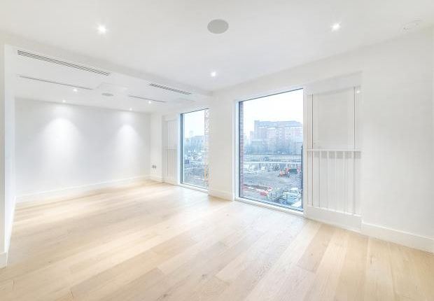 Thumbnail Flat to rent in Central Avenue, Fulham Riverside