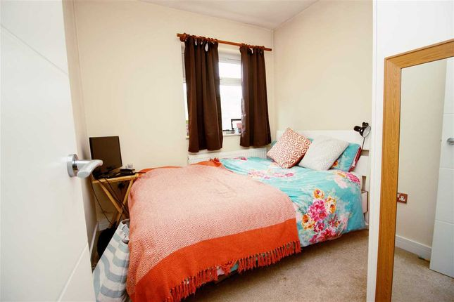Bedroom 2 of Maxwelton Close, Millhill, London NW7