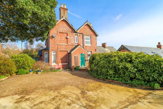 Thumbnail Flat for sale in Park Road, Wivenhoe, Colchester