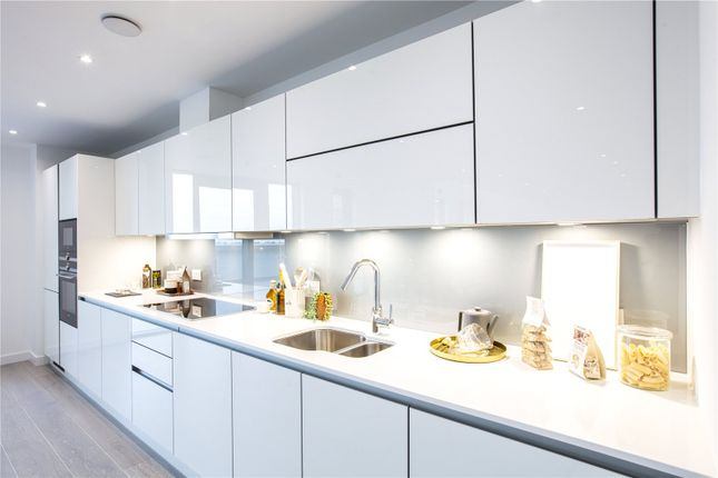 Thumbnail Flat for sale in City North, London
