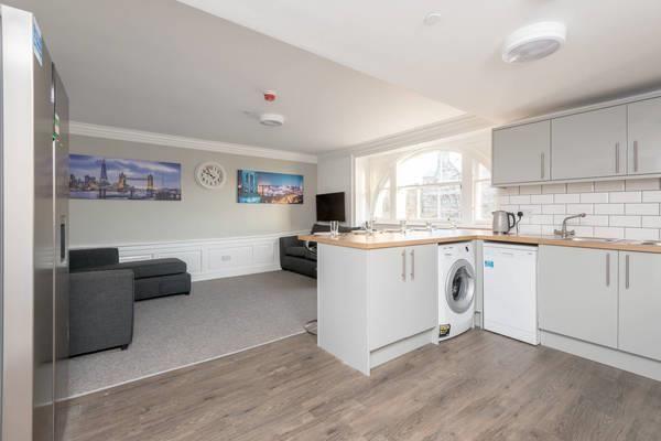 Thumbnail Flat to rent in Hunter Square, Edinburgh