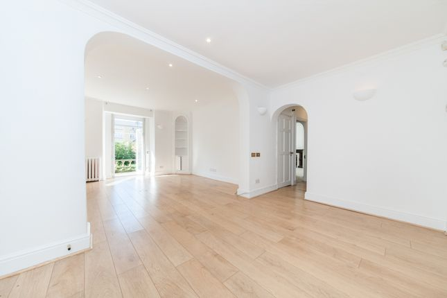2 bed flat to rent in Hamilton Terrace, London