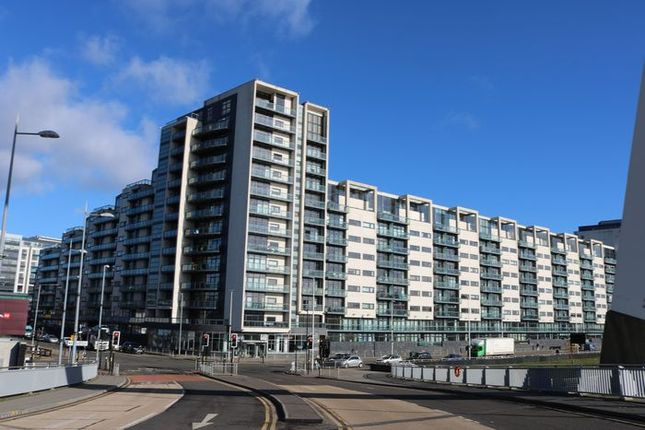 Thumbnail Flat for sale in Lancefield Quay, Glasgow
