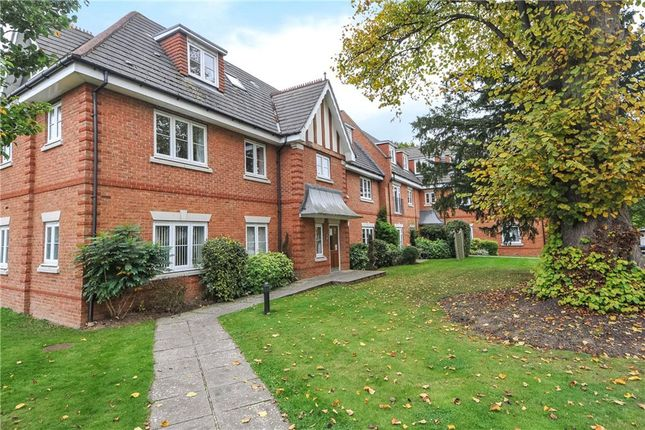 Thumbnail Flat to rent in Oxfordshire Place, Warfield, Bracknell