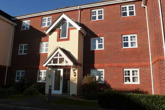 2 bed flat to rent in Bewick Gardens, Chichester