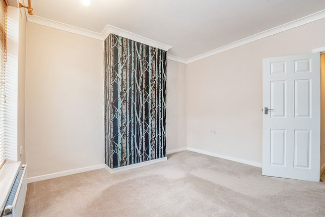 Bedroom of Beehive Road, Chesterfield, Derbyshire S40