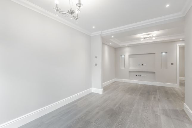 Thumbnail Flat for sale in Riddlesdown Road, Purley