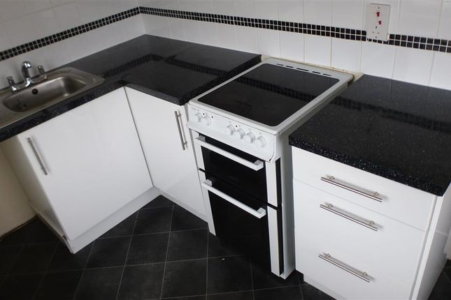 2 bed flat to rent in Pinewood Road, Newton Abbot
