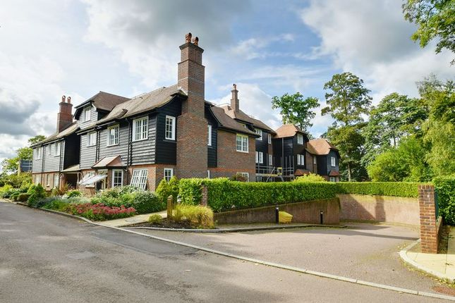 Thumbnail Flat to rent in Wall Hall Drive, Aldenham, Watford