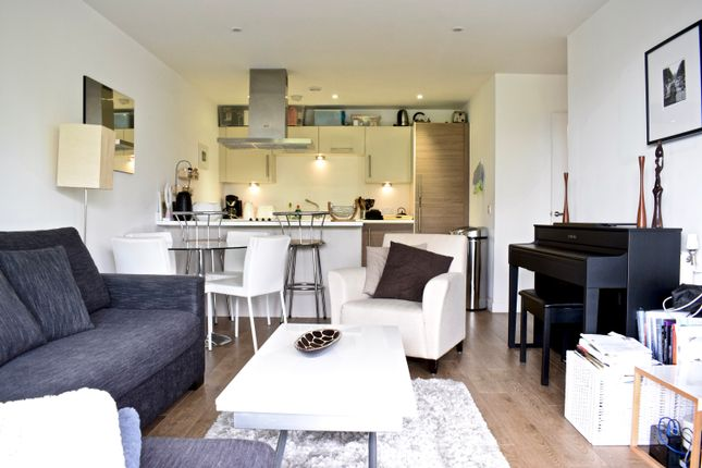 Thumbnail Flat to rent in Upper North Street, Westferry, London