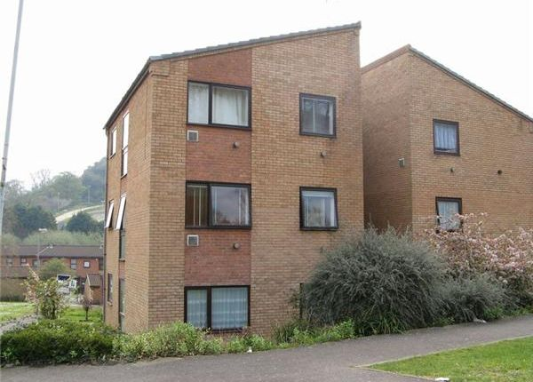 Thumbnail Flat to rent in Central Acre, Yeovil