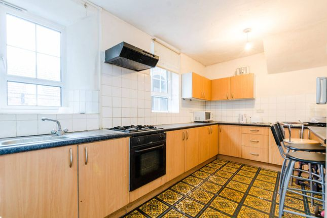 3 bed flat for sale in Tilson House, Clapham Park
