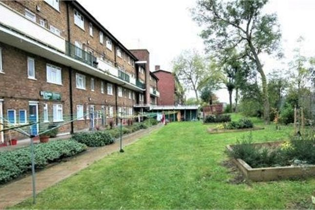 3 bed flat for sale in Broadhurst Gardens, London