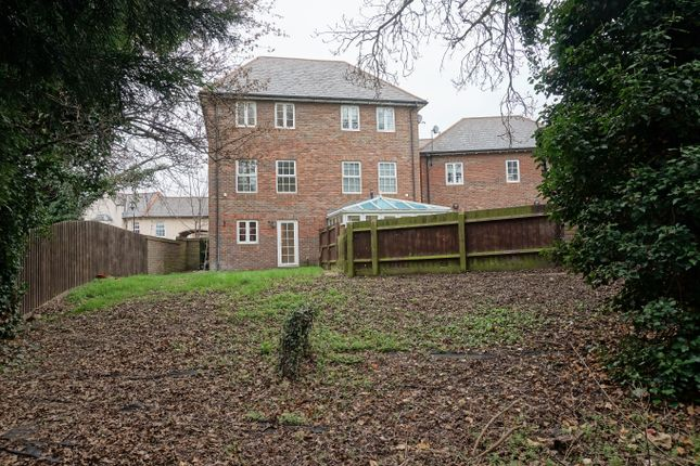 Thumbnail Town house for sale in Ingress Park Avenue, Greenhithe