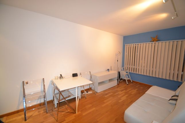 2 bed flat to rent in Upper Street, Islington