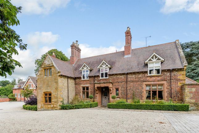Thumbnail Country house for sale in High Street, Yelvertoft, Northamptonshire