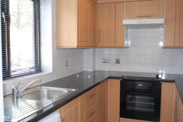 2 bed flat to rent in Beechgate, Witney
