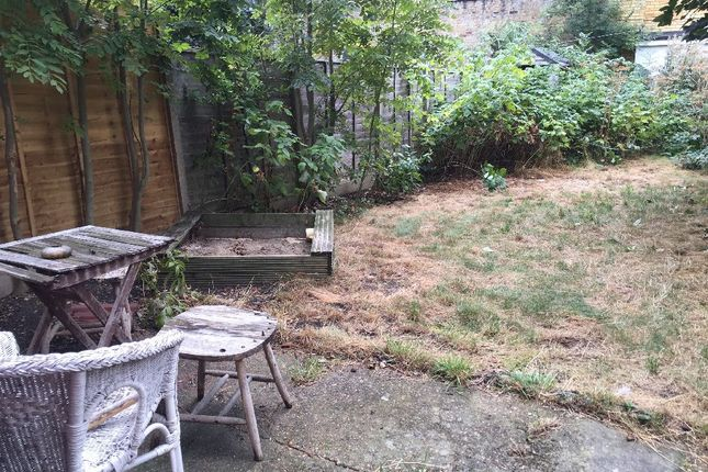 2 bed flat to rent in Dunsmure Road, London