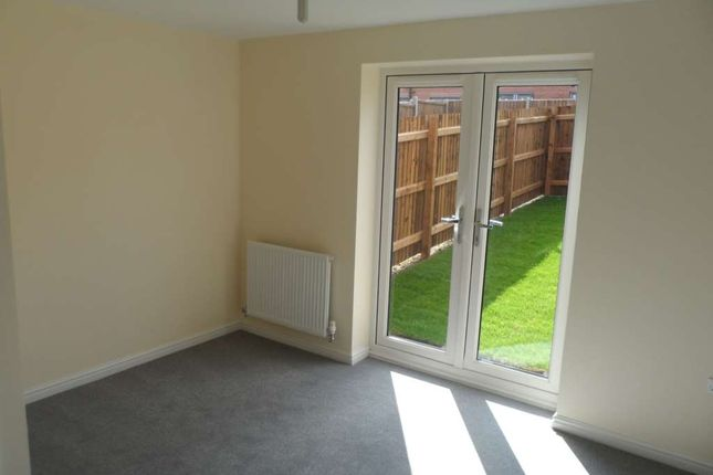 Thumbnail Semi-detached house to rent in Kirkwall Crescent, Wolverhampton
