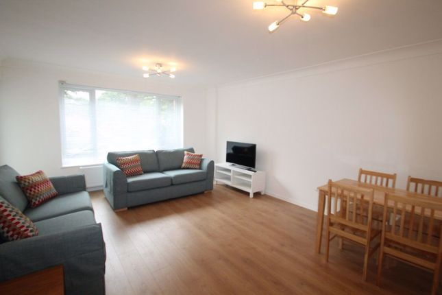 Thumbnail Flat to rent in Green Lawns, Moss Hall Grove, London
