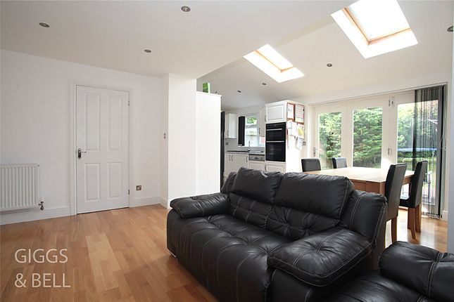 Picture No. 13 of Wootton Close, Luton, Bedfordshire LU3