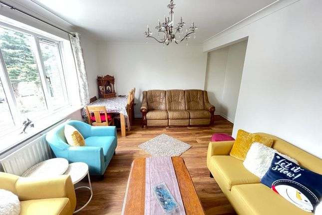 2 bed maisonette to rent in Colmer Place, Harrow HA3