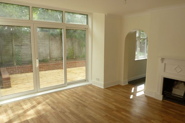 2 bed flat to rent in Chesham Road, Kingston Upon Thames