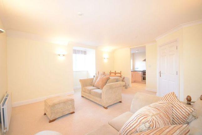 Thumbnail Flat to rent in Green Lane, Windsor